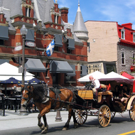 One of the many carriages available in Quebec in the summer.