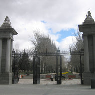 An entrance to the Parque del Retiro.