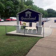 The entrance, seen from behind, to Graceland Elvis Presley's home in Memphis.