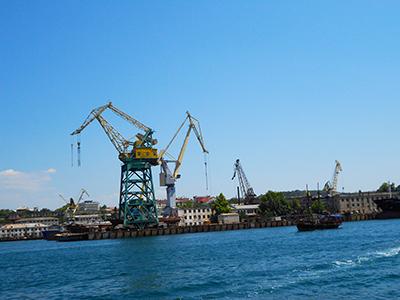 Thumbnail image ofBig loading crane.