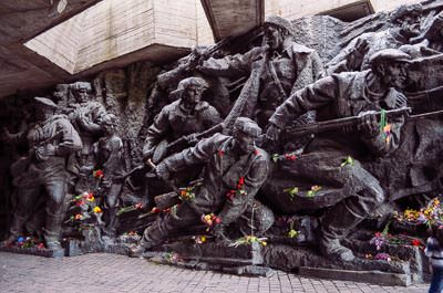 Thumbnail image ofMonument to the soldiers of World War II.