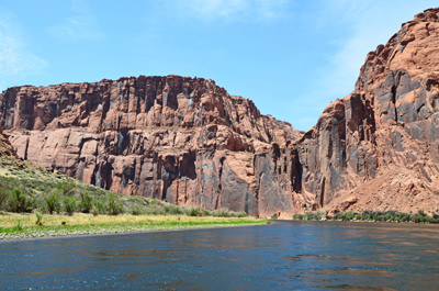 Thumbnail image of A downstream view in Glen Canyon.