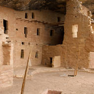 Spruce Tree House dwellings with roofed kiva.