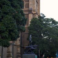 Statue of Matthew Flinders beside St Pauls cathedral.