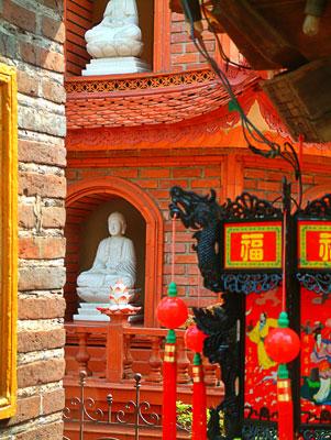 Thumbnail image ofBuddha images on temple grounds.