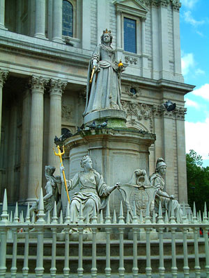 Thumbnail image ofStatue of Queen Anne in front of St Paul's cathedral.