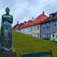 Statue of Amalie Skram by Maja Refsum on Klosterett.