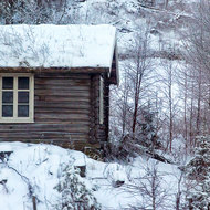 Log cabin along the Oslo-Bergen railroad.