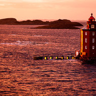 Distinctive, recognizable; the red octagonal Kjeungskjaer lighthouse.