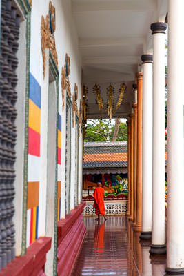 Thumbnail image of Veranda around the temple in Wat Prom Rath.