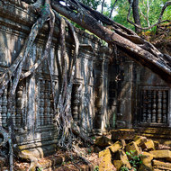 Galleries leading to the central sanctuary at Beng Mealea.