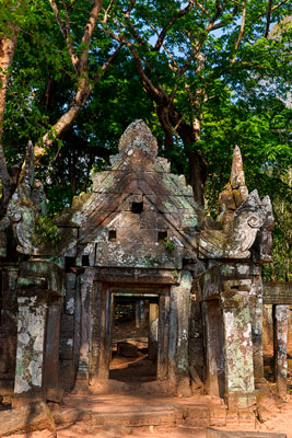 Thumbnail image ofEntrance portico of Prasat Kra Chap temple in...
