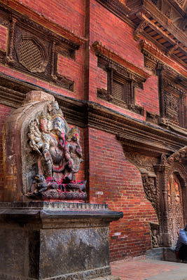 Thumbnail image of Ganesha image in front of old building.