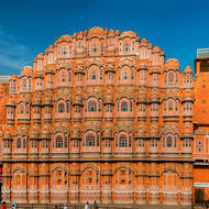 Hawa Mahal multi-windowed facade.