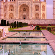 Morning glow: Taj Mahal and view along the pool (Hawz).