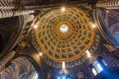 Thumbnail image of Looking up into the 12-sided dome of the Duomo.