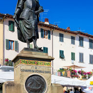 Giovanni da Verrazzano watches over the market in the square.