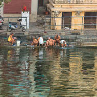 Morning washing ritual on Hanuman Ghat.